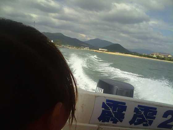 快艇上西岛